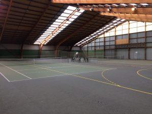 site de quiberon : salle avec 2 courts couverts